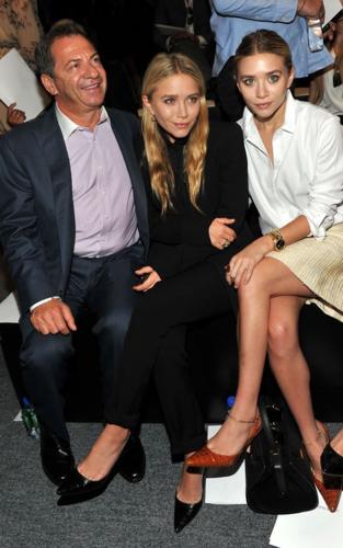Mary-Kate & Ashley Olsen - At the J. Mendel Spring 2012 tampil in New York City, September 14, 2011