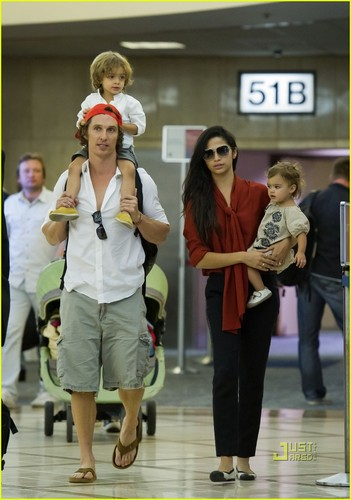 Matthew McConaughey: LAX with Levi & Vida!