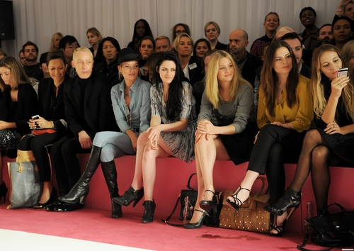 Mulberry Spring/Summer Fashion প্রদর্শনী in London, UK. [September 18, 2011]