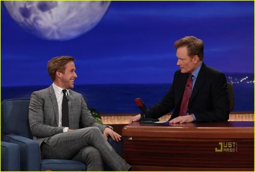 Ryan শিশু-হংসী Talks Killer মার্জার in Disneyland