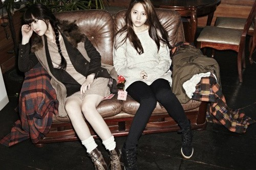 F(x) wallpaper with a park bench, bare legs, and a hip boot called Sulli, Krystal - QUA Model Photoshoot