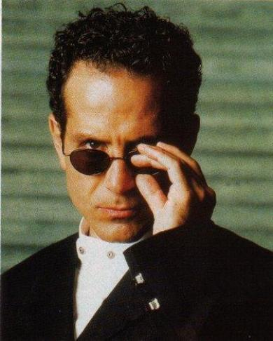 Tony Shalhoub দেওয়ালপত্র containing a business suit called Tony