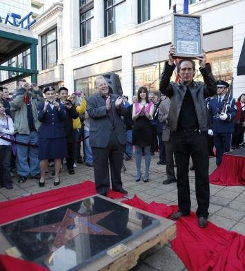 William Fichtner holding his star
