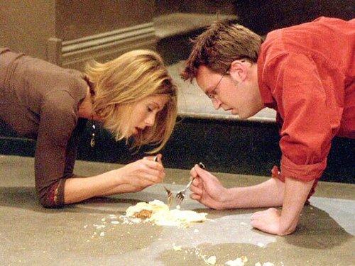 rachel and chandler eating cheesecake