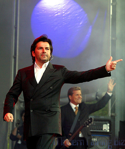 Thomas Anders Hintergrund containing a business suit and a suit titled thomas