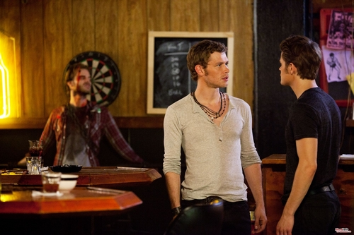 Vampire Diaries – Fernsehserie Hintergrund containing a brasserie, a bistro, and a abendessen tabelle called 3x01 The Birthday