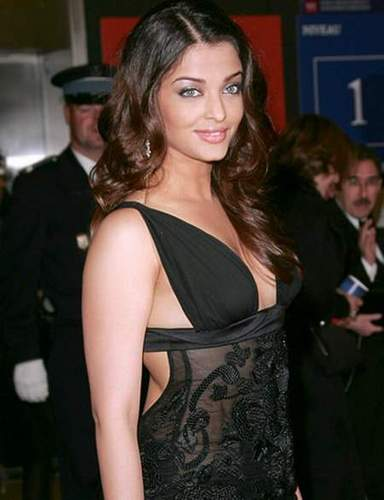 Aishwarya Rai wallpaper possibly containing a cocktail dress entitled Aish