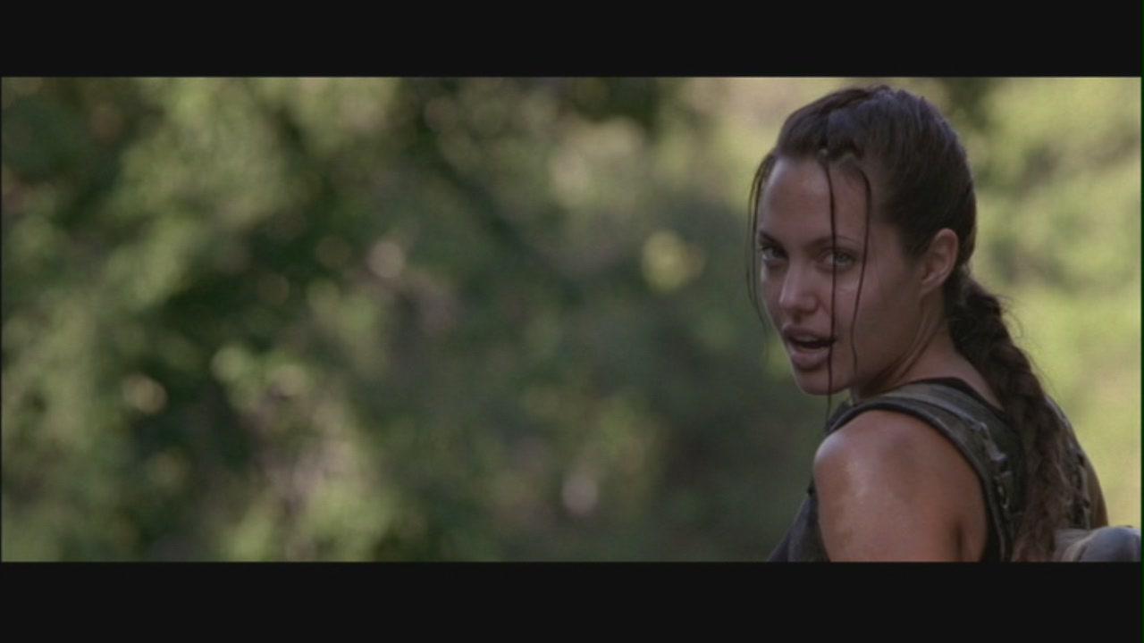 Angelina jolie as lara croft apologise