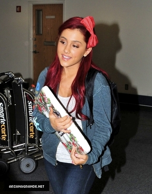 Ariana Grande at LAX Airport (Sep.21)