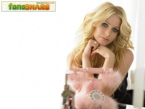 Avril Lavigne karatasi la kupamba ukuta containing skin entitled Avril karatasi la kupamba ukuta
