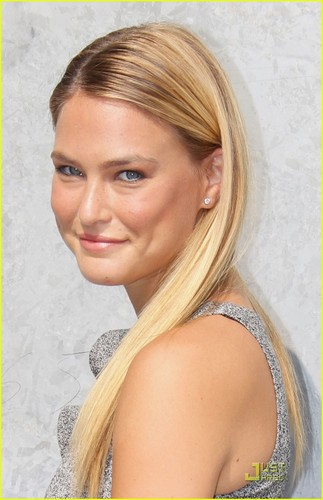 Bar Refaeli: Emporio Armani Fashion Show!