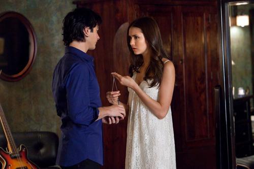 Damon/Elena 3x01♥