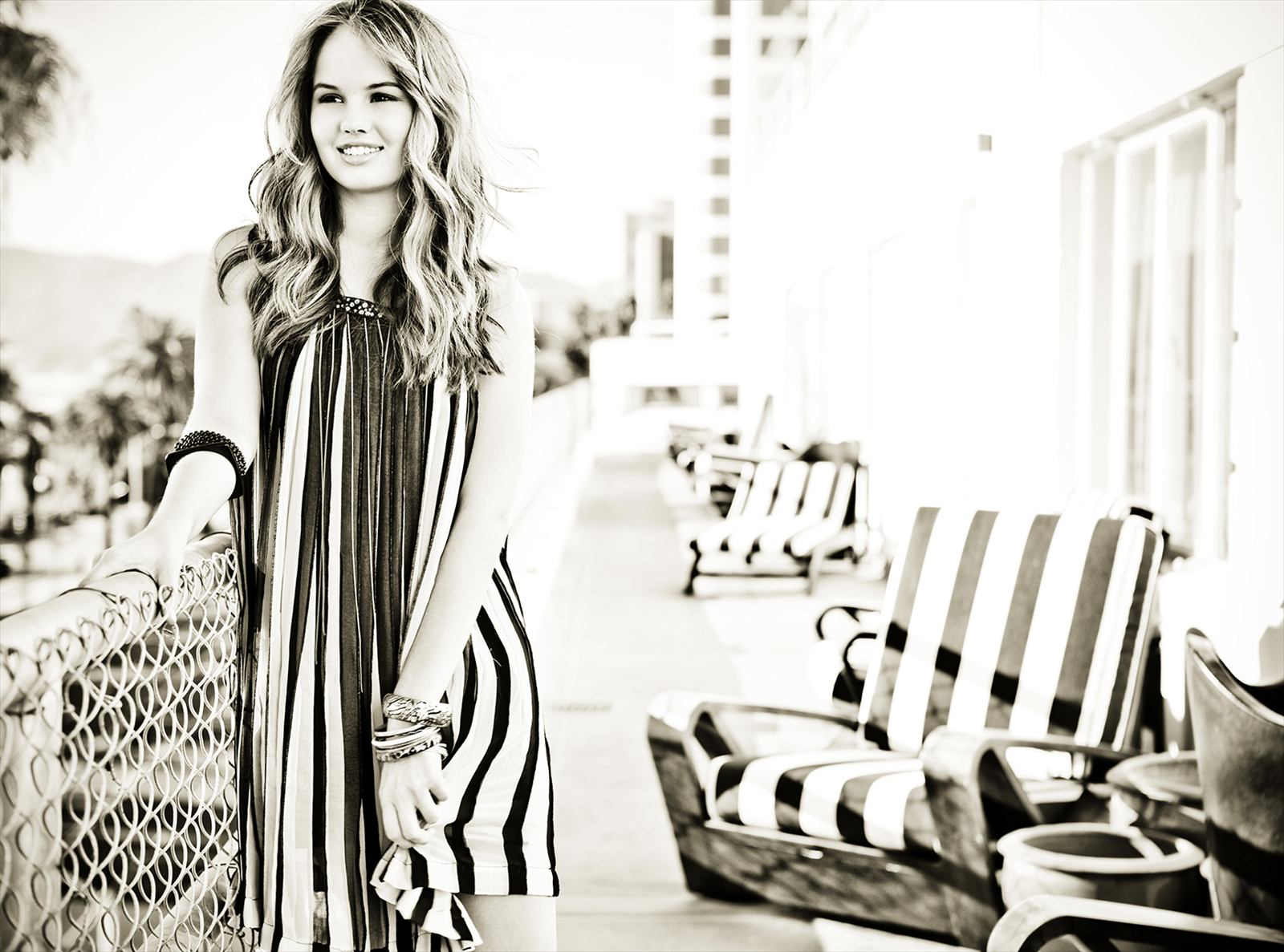 http://images5.fanpop.com/image/photos/25500000/Debby-debby-ryan-25584396-1600-1187.jpg