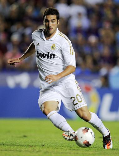 G. Higuain (Levante - Real Madrid)