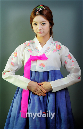 Girl's araw Hanbok cuties <3
