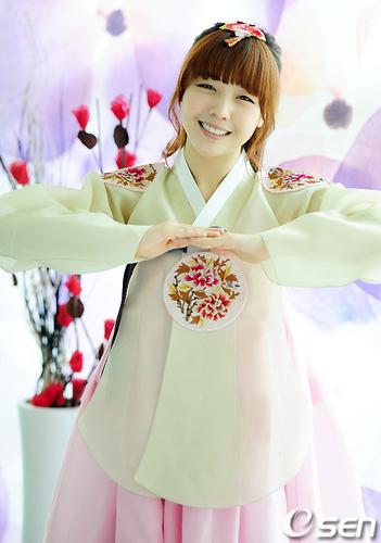 Girl's दिन Hanbok cuties <3