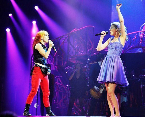 Hayley Williams special guest at Taylor Swift's Nashville Concert, 16092011