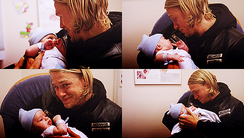 "Jackson ""JAX"" Teller hình nền possibly containing a newspaper, a neonate, and a sign titled Jax♥"