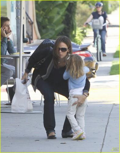 Jennifer Garner Talks Pregnancy, Her Kids, & Thongs on 'Ellen'!