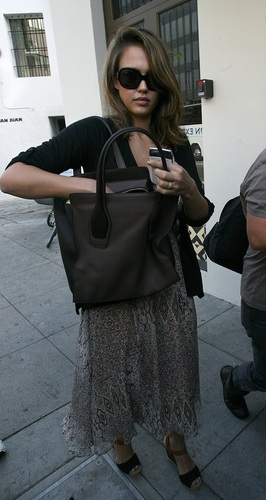 Jessica - Leaving a nail salon in Los Angeles - September 21, 2011