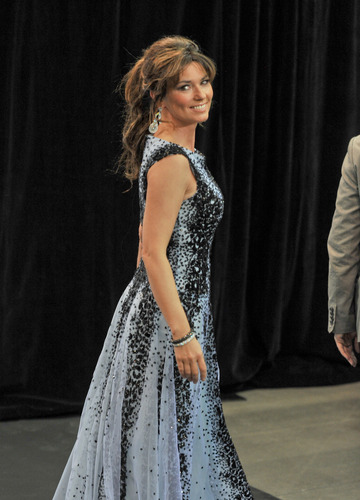 Shania Twain karatasi la kupamba ukuta possibly with a chajio, chakula cha jioni dress and a kanzu, gown titled Juno Awards 2011