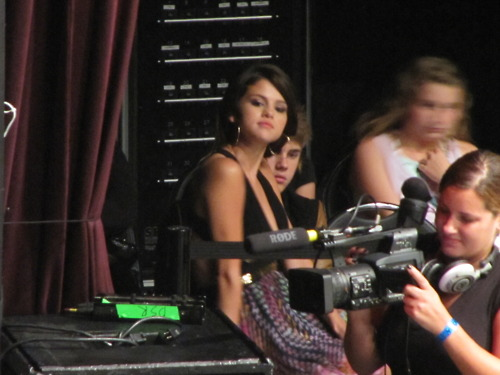 Justin and Selena at a Demi Lovato concert