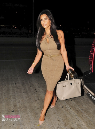 Kim arrives to LAX - 9/19/11
