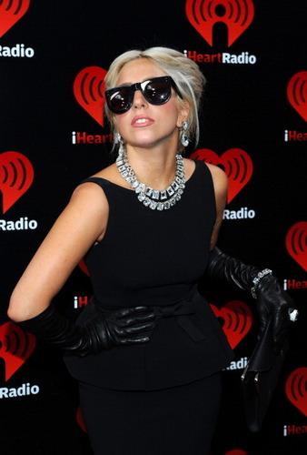 Lady Gaga - iHeartRadio موسیقی Festival in Las Vegas - Red Carpet