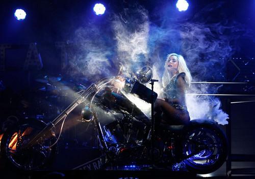 Lady Gaga performing @ iHeartRadio संगीत Festival