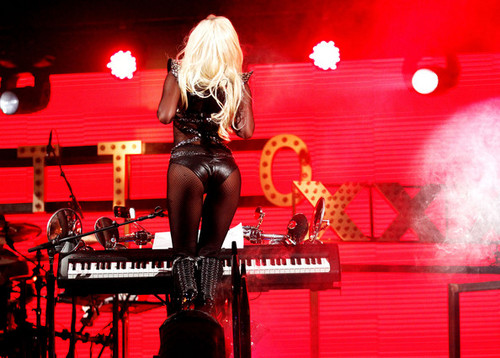 Lady Gaga performing @ iHeartRadio संगीत Festival