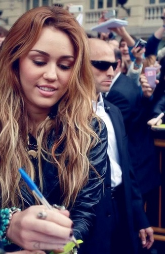 Miley Signing Autographs