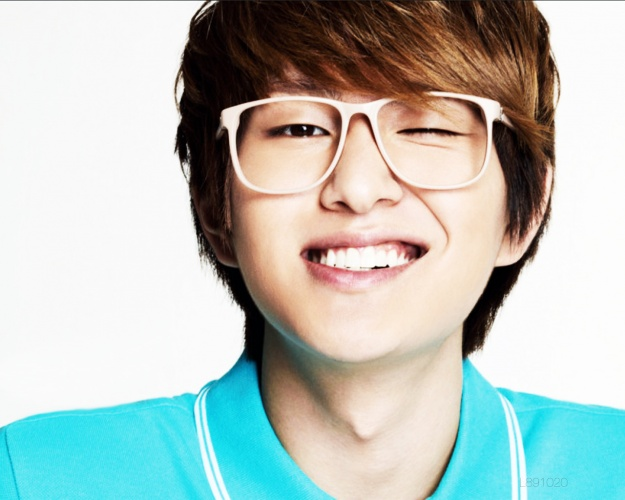 http://images5.fanpop.com/image/photos/25500000/Onew-shinee-25590544-625-500.jpg