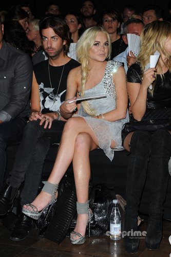 Lindsay Lohan fond d'écran probably containing a rue titled Philipp Plein montrer during Milan Fashion Week, Sep 24