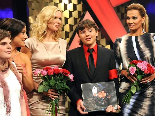 """PRINCE JACKSON DONARÁ LA LETRA MANUSCRITA DE """"BAD"""" EN LOS BAMBI 2011 Prince-Michael-Jackson-in-in-Berlin-prince-michael-jackson-25551206-640-480"""