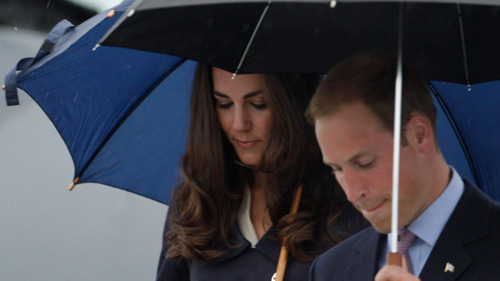Prince William and Kate Middleton wallpaper with a parasol entitled Prince William&Catherine