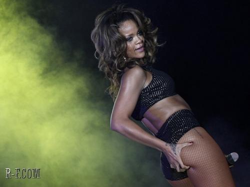 Rihanna - LOUD Tour - Brasilia (Brazil) - September 21, 2011