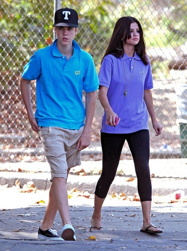 Selena - At LA Zoo - September 21, 2011