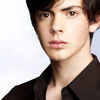 #Georgie Henley Relationships - Página 2 Skandar-Keynes-the-chronicles-of-narnia-25599250-100-100