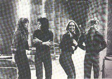 Les Runaways fond d'écran possibly with a rue called The Runaways in1978