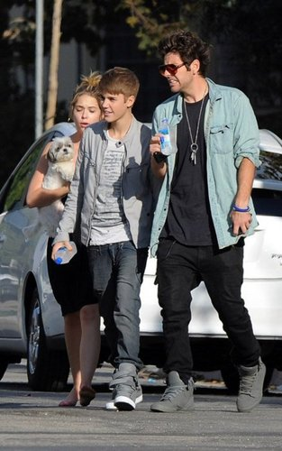 ashley benson, ryan good and justin bieber :)