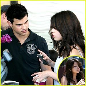 Selena Gomez  Taylor Lautner on Selena And Taylor 3 Selena Gomez And Taylor Lautner 25567682 300 300