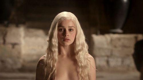 "Daenerys Targaryen fond d'écran probably containing a portrait entitled 1x01 ""Winter Is Coming"""