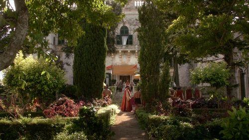"Daenerys Targaryen fond d'écran containing a bungalow called 1x01 ""Winter Is Coming"""
