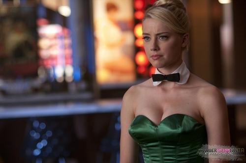 1x02 - The Scarlett Bunny