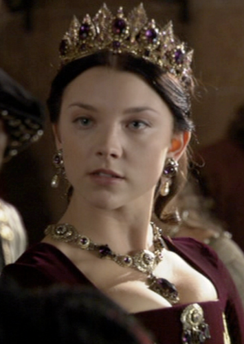 Anne Boleyn 壁紙 probably with a mantilla, a bridesmaid, and a mantelet titled Anne Boleyn