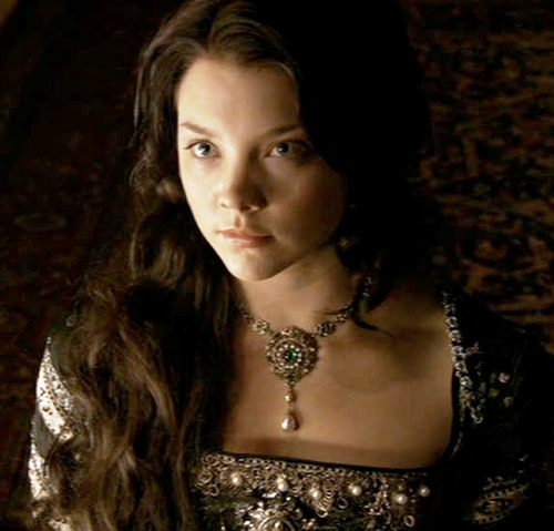 Anne Boleyn 壁紙 probably with attractiveness, a カクテル dress, and a chemise called Anne Boleyn