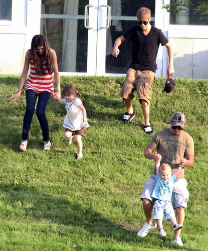 Bieber Family with selena :)