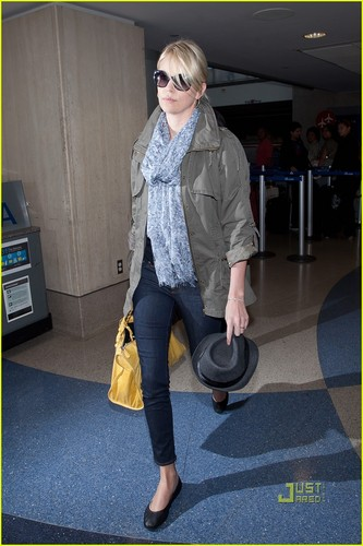 Charlize Theron Arrives at the Airport