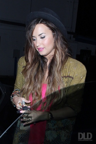 Demi - Leaves the Crave Cafe in Hollywood, CA - September 28, 2011