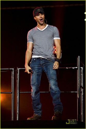 Enrique Iglesias: 'Euphoria' Tour in Newark!